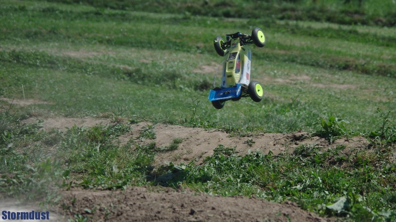 Maciolus modelem Team Associated B44